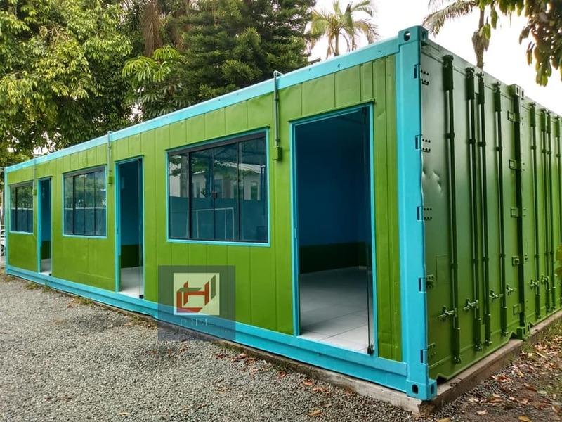 Salas de aula em container.